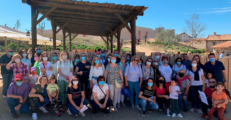 Un grupo de alrededor de 70 personas visita el Parque Temático Puy de Fou en Toledo