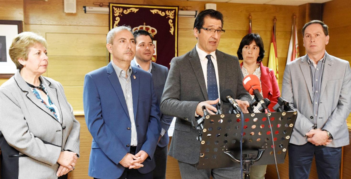 Caballero presenta en Almadén las Rutas del Azogue y de los Mineros