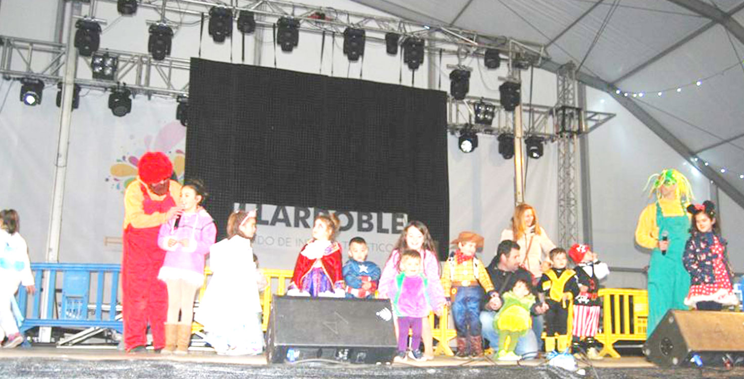Los niños disfrutan con las actividades de carnaval en la Carpa