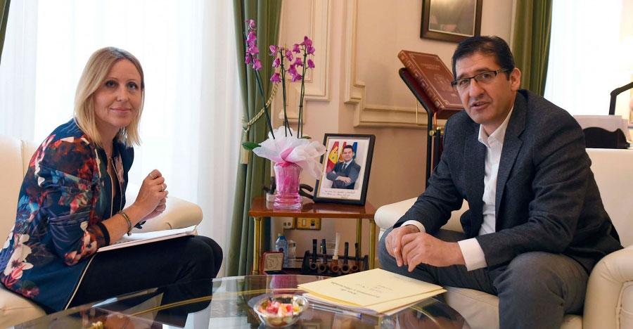 La alcaldesa de Santa Cruz de Mudela solicita anticipos para desarrollar un proyecto FEDER y la adquisición de patrimonio
