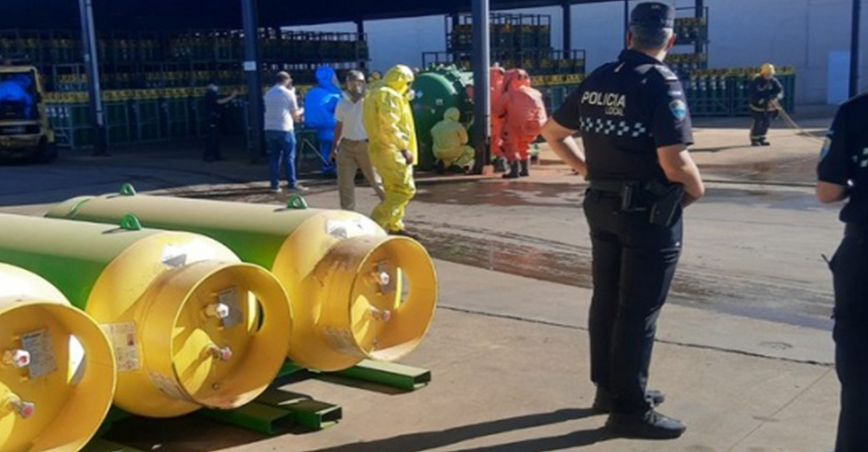 Bomberos de Alcázar realizan con éxito un simulacro de emergencia en Agrovin para mejorar la seguridad en empresas