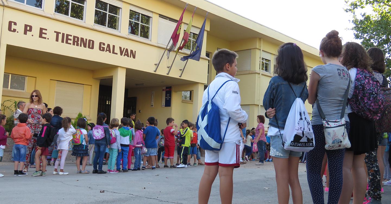 Mil novecientos menores inician el curso escolar en Manzanares