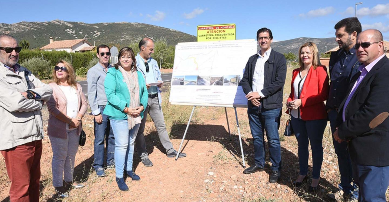 Caballero inaugura la carretera que une Villarrubia de los Ojos con la provincia de Toledo