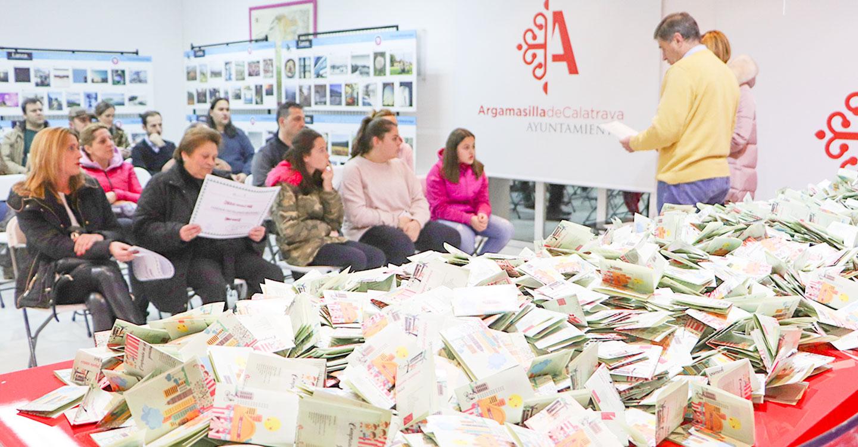 Entregados los dos cheques de 450 euros de la campaña del comercio local organizado por el Ayuntamiento