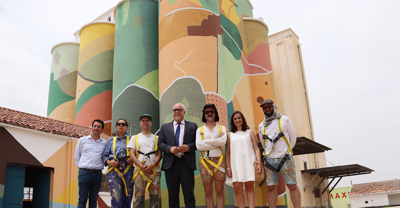 Los silos de Manzanares lucen ya su aspecto definitivo