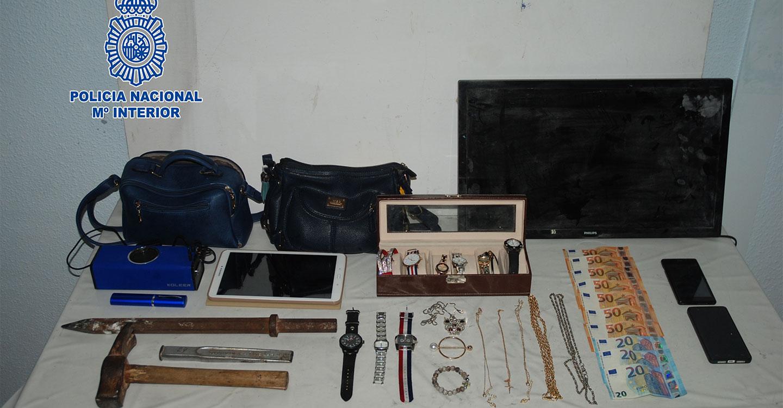 La Policía Nacional detiene a cuatro personas