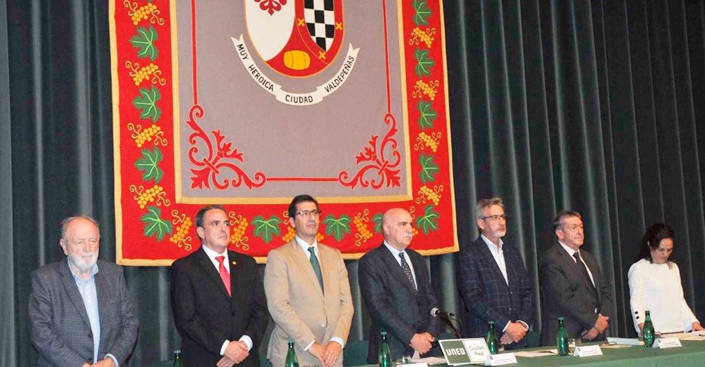 El presidente de la Diputación inaugura en Valdepeñas el nuevo curso académico de la UNED