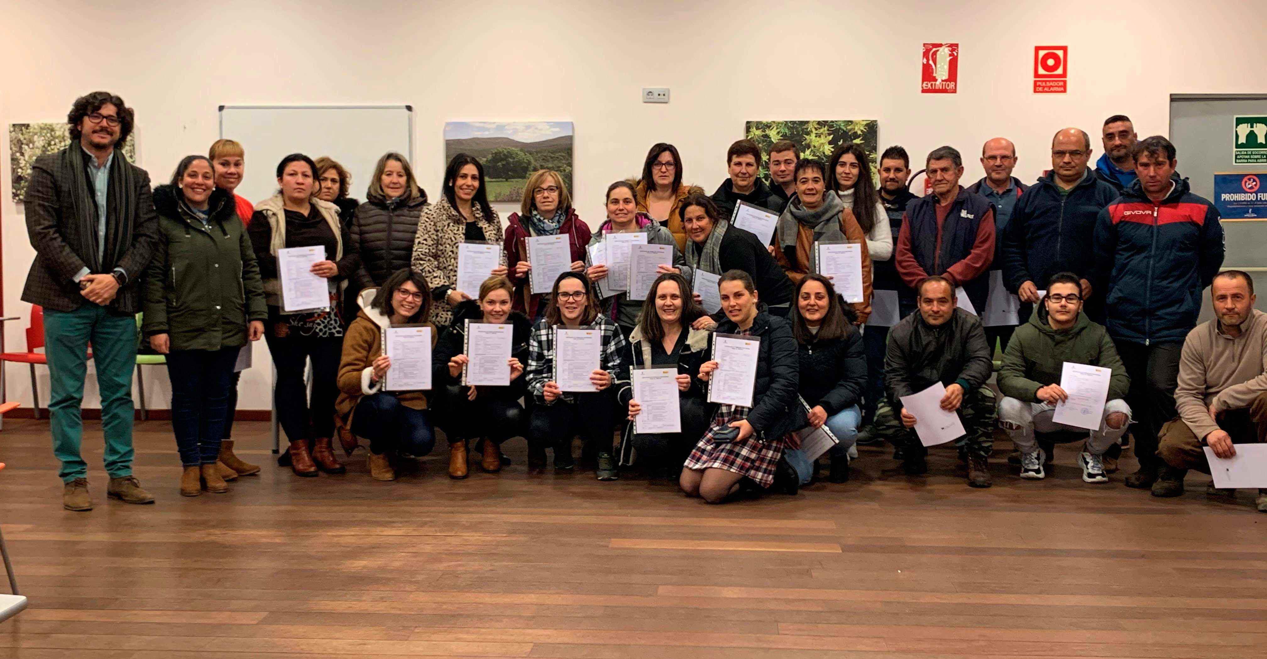 Entregados los certificados correspondientes a las 50 personas que han completado cursos formativos en Porzuna