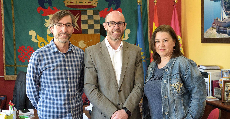 La Agrupación Musical y Villa del Alba renuevan sus convenios con el Ayuntamiento