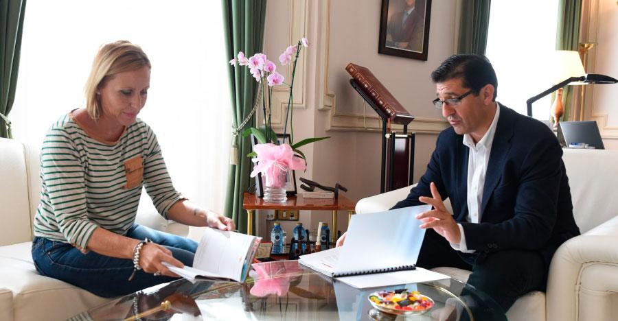 Las alcaldesa de Santa Cruz de Mudela pide ayuda para adecentar la Avenida Pío XII