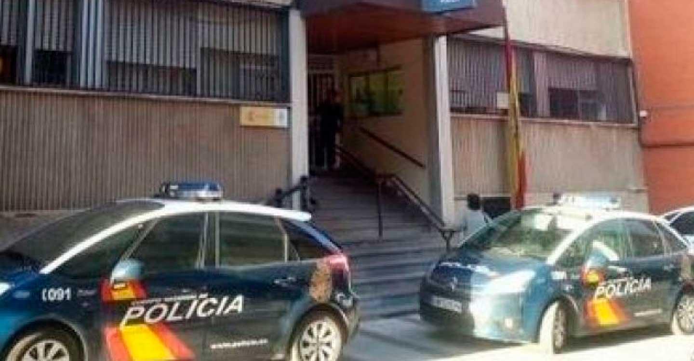 """La Policía Nacional detiene """"in fraganti"""" a dos personas que intentaban robar en un vehículo"""