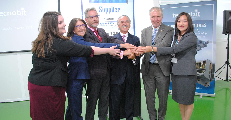 """Martín destaca la """"entrega"""" de los trabajadores de Tecnobit, que recibe el premio Elite Supplier"""
