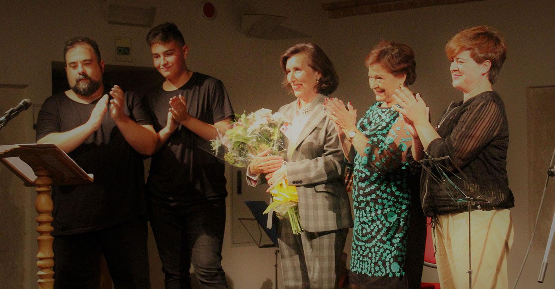 La historiadora Concha Gª de León recibe el reconocimiento de Torralba por su contribución al descubrimiento del Patio de Comedias