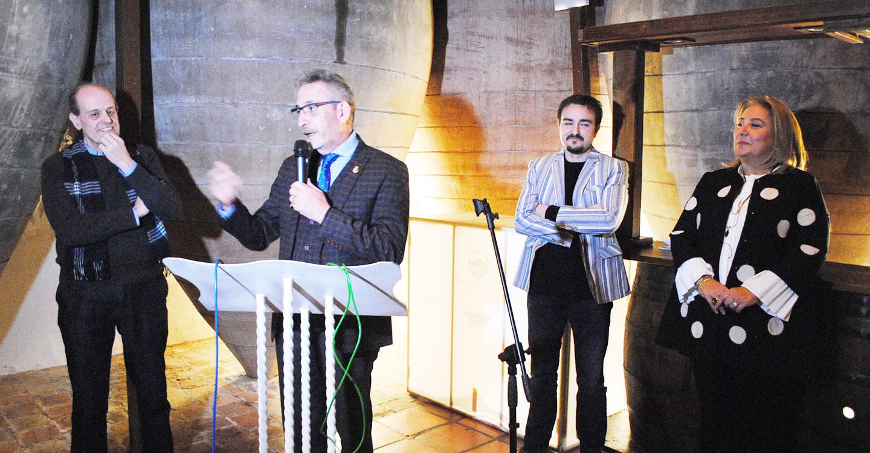 El alcalde inauguró la nueva exposición fotográfica colectiva de la Agrupación 'Albores'