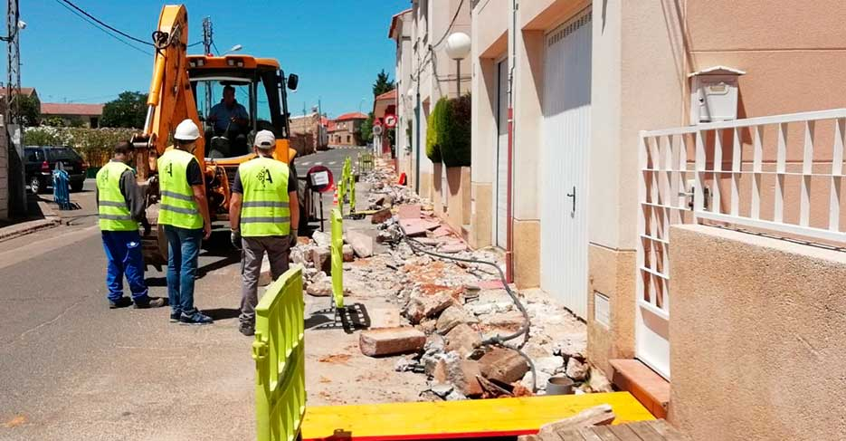 El Ayuntamiento renueva el suministro de agua en un importante tramo de la calle Ramón y Cajal