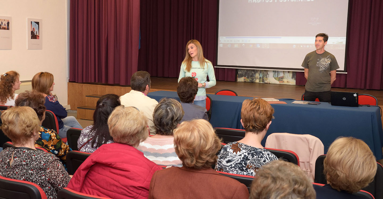 La higiene postural en la charlas organizadas por el Centro de la Mujer para el mes de octubre