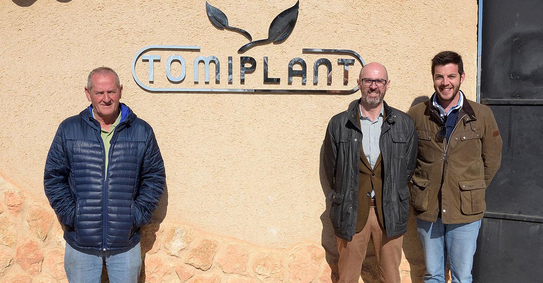 El alcalde de Argamasilla de Alba visita las nuevas instalaciones de Semilleros Tomiplant S.L.