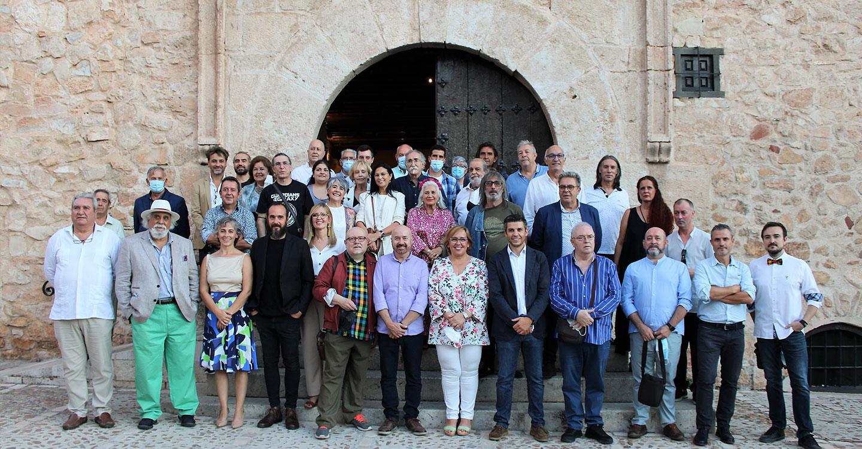 """La delegada del Gobierno regional agradece a """"Aires Manchegos"""" su labor promocional de los artistas contemporáneos de Castilla-La Mancha"""