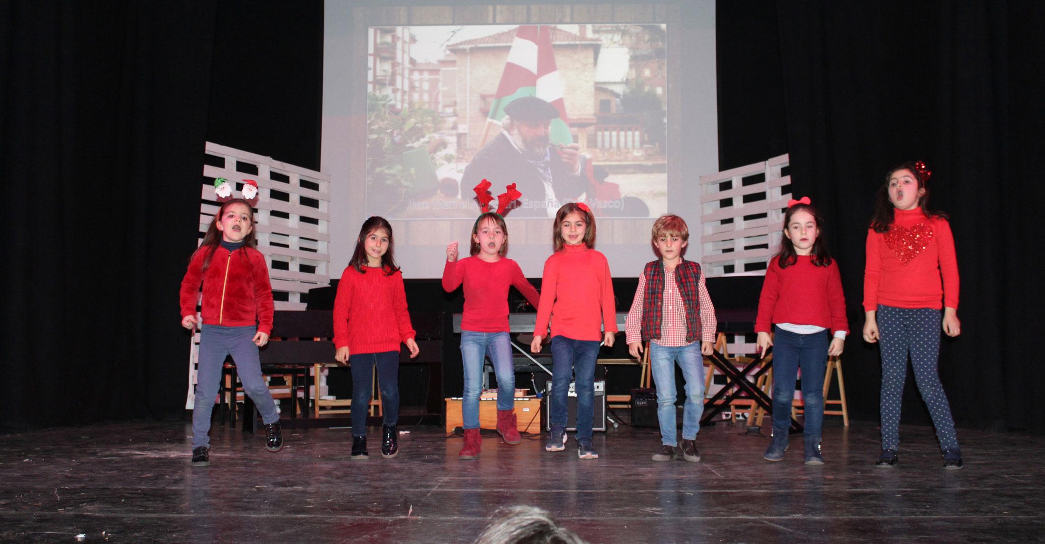 """La Escuela de Música """"Campo de Montiel"""" traslada al público infanteño por todo el mundo para conocer diferentes culturas navideñas a través de la música"""