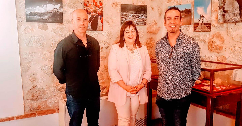 """El Club Manchego de Fotografía expone en Villarrubia de los Ojos una muestra de """"Arquitectura, paisajes, fiestas y tradiciones"""""""