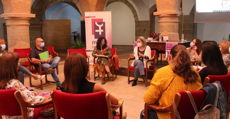 El Consejo de la Mujer, la comisión de igualdad, otras profesionales y alumnado de los IES de Villanueva de los Infantes se forman en Claves para un Liderazgo Efectivo
