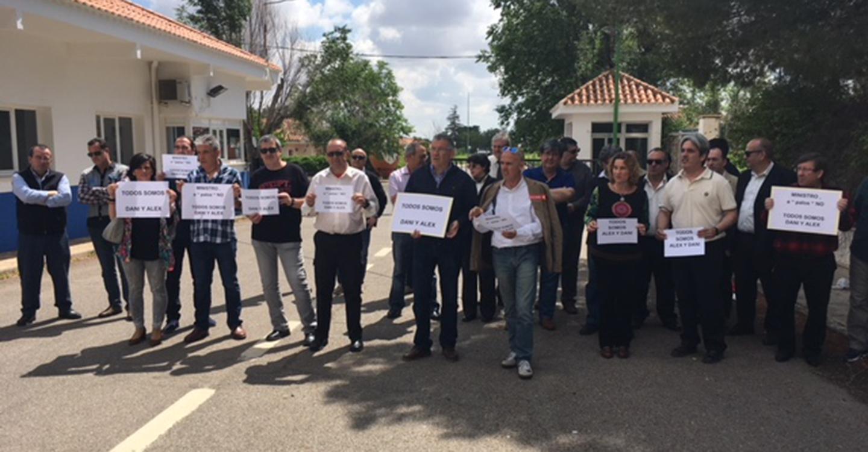 Los sindicatos de prisiones exigen el cese del Ministro de Interior por las cargas policiales contra los empleados penitenciarios en sus concentraciones por las mejoras laborales.