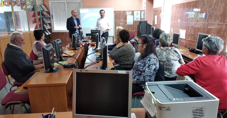 """El Centro de la Mujer impulsa un taller para la reducción de la """"brecha digital"""""""