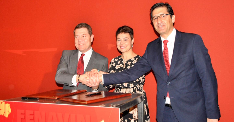 Diputación y Junta firman un convenio que evidencia la total implicación del Gobierno de Page con FENAVIN