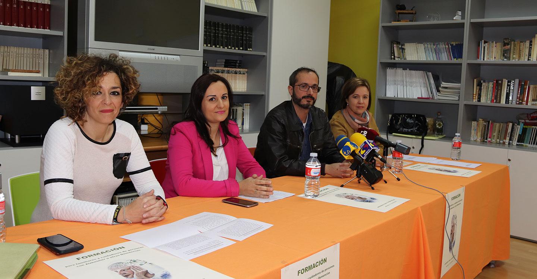 Manzanares presenta un protocolo de formación para cuidadores de personas con alzheimer y demencias