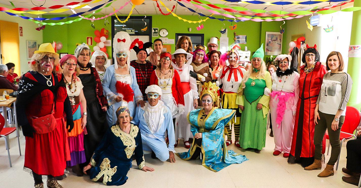 Los mayores arropan con su mejor ánimo el Carnaval de Almodóvar del Campo