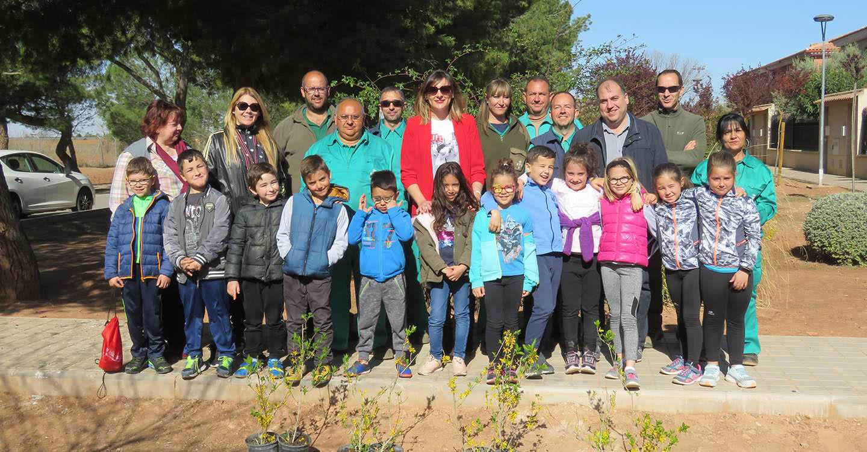 200 escolares de 2º de Primaria celebran el Día Mundial Forestal con la plantación de árboles