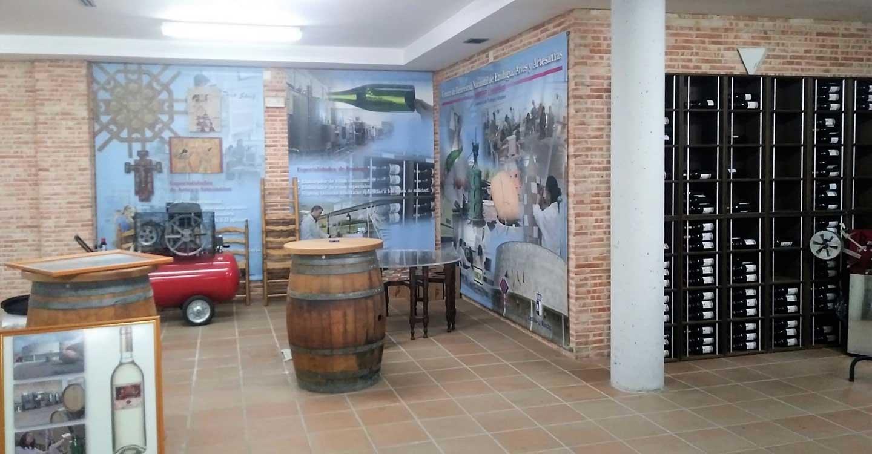 El Gobierno regional programa dos cursos gratuitos sobre gestión de residuos de industrias agroalimentarias de bebidas y embalaje de vinos