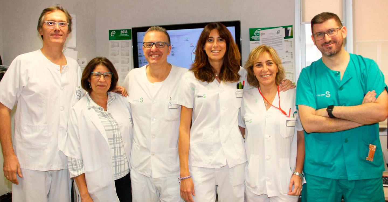 El Servicio de Digestivo del Hospital de Alcázar realiza una novedosa intervención para tratar una grave obstrucción intestinal combinando dos técnicas mínimamente invasivas