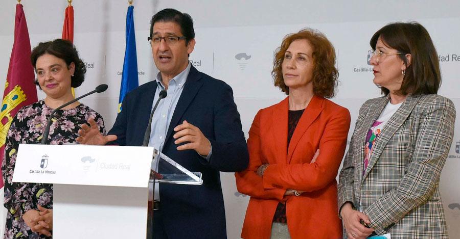 La Diputación se suma a los actos del Día de la Mujer con la entrega del IV Premio por la Igualdad y el Concierto de Juan Valderrama
