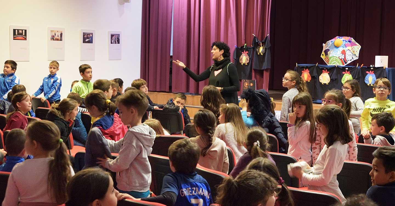 """La Biblioteca Municipal """"Cervantes"""" fomenta la lectura entre los escolares de primaria con una jornada de cuentacuentos"""