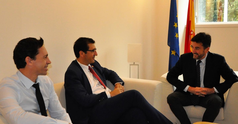 El segundo embajador de España en Japón refrenda la apuesta de Caballero por el aceite, el único producto español que lidera las importaciones en el país nipón