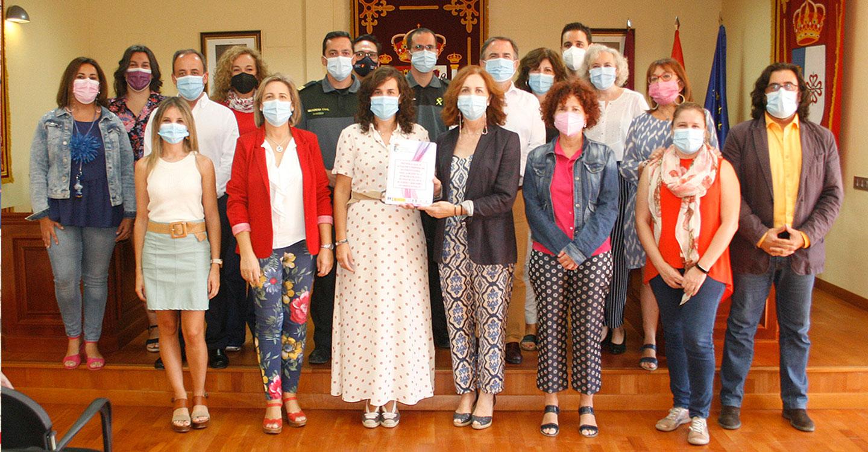 El Ayuntamiento de Calzada de Calatrava firma el protocolo para mejorar la atención a las víctimas de la violencia de género