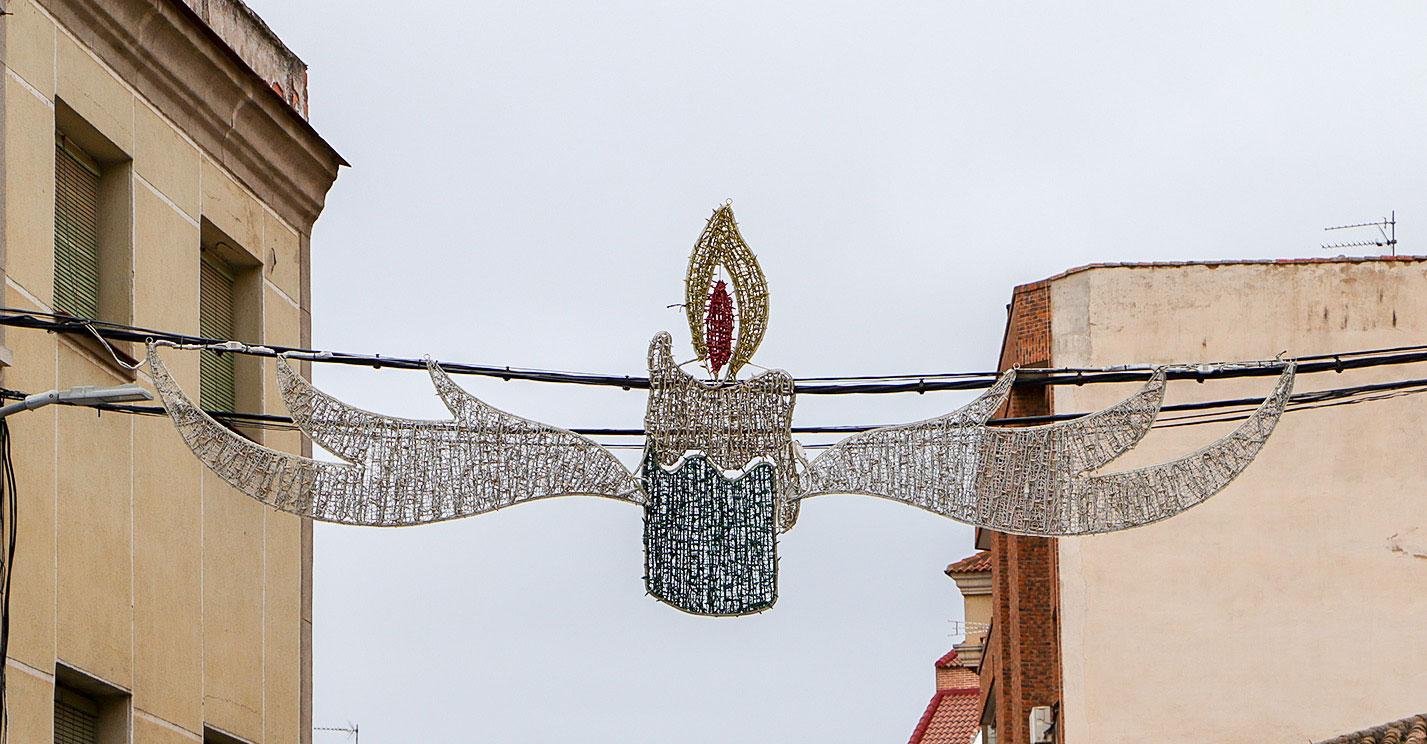 Los 57 renovados arcos de iluminación ornamental anuncian desde esta noche la llegada del Adviento y la Navidad