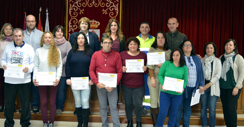 """Ayuntamiento de Carrión y Junta de Comunidades entregaron los diplomas a los 8 alumnos/trabajadores del Taller de Empleo  """"Creando y manteniendo espacios"""""""