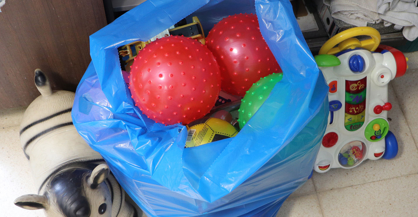 Niños de Almodóvar se solidarizan con otros menores donándoles juguetes