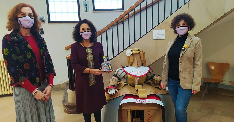 """Fundación Kirira y su galardón """"Menina"""" visitan a la subdelegada del Gobierno en Ciudad Real"""