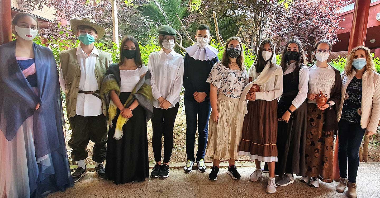 """Más de 100 alumnos de la provincia participan en la actividad """"Leer el Quijote con gafas violeta"""""""
