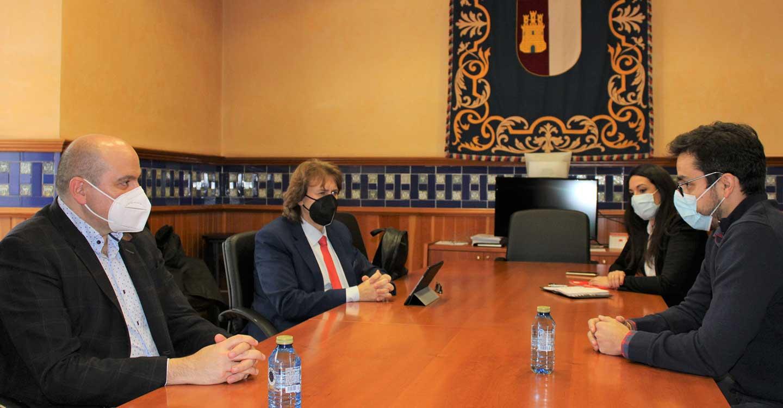 Los representantes del Gobierno de Castilla-La Mancha escuchan las demandas de la Asociación de Jóvenes Empresarios de Ciudad Real