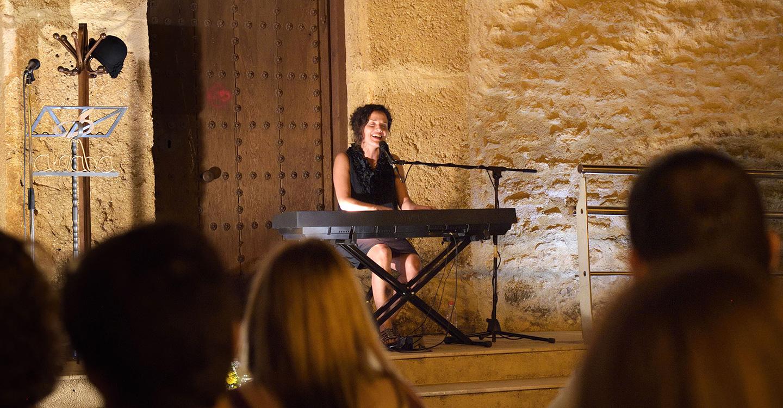 Aldaba recuerda a 'Las Sinsombrero' en el XI Recital Poético Musical Poesía 'aPro-Pósito'