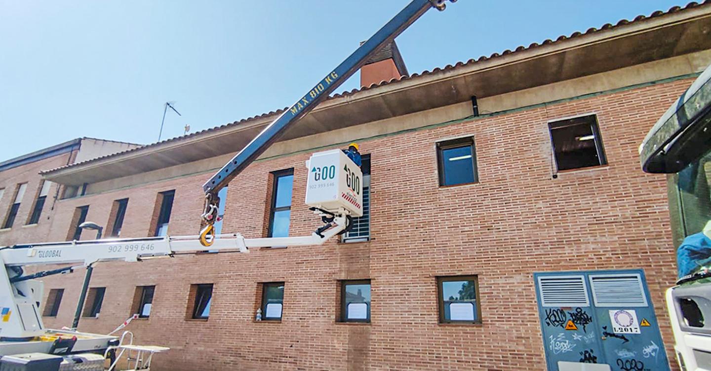 El Ayuntamiento renueva la refrigeración del edificio del Jardín con un equipo más eficiente y de menor consumo