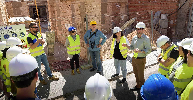 Alumnos y profesores de Arquitectura de la Universidad Politécnica de Valencia visitan la obra de la Casa del Bachiller Sansón Carrasco