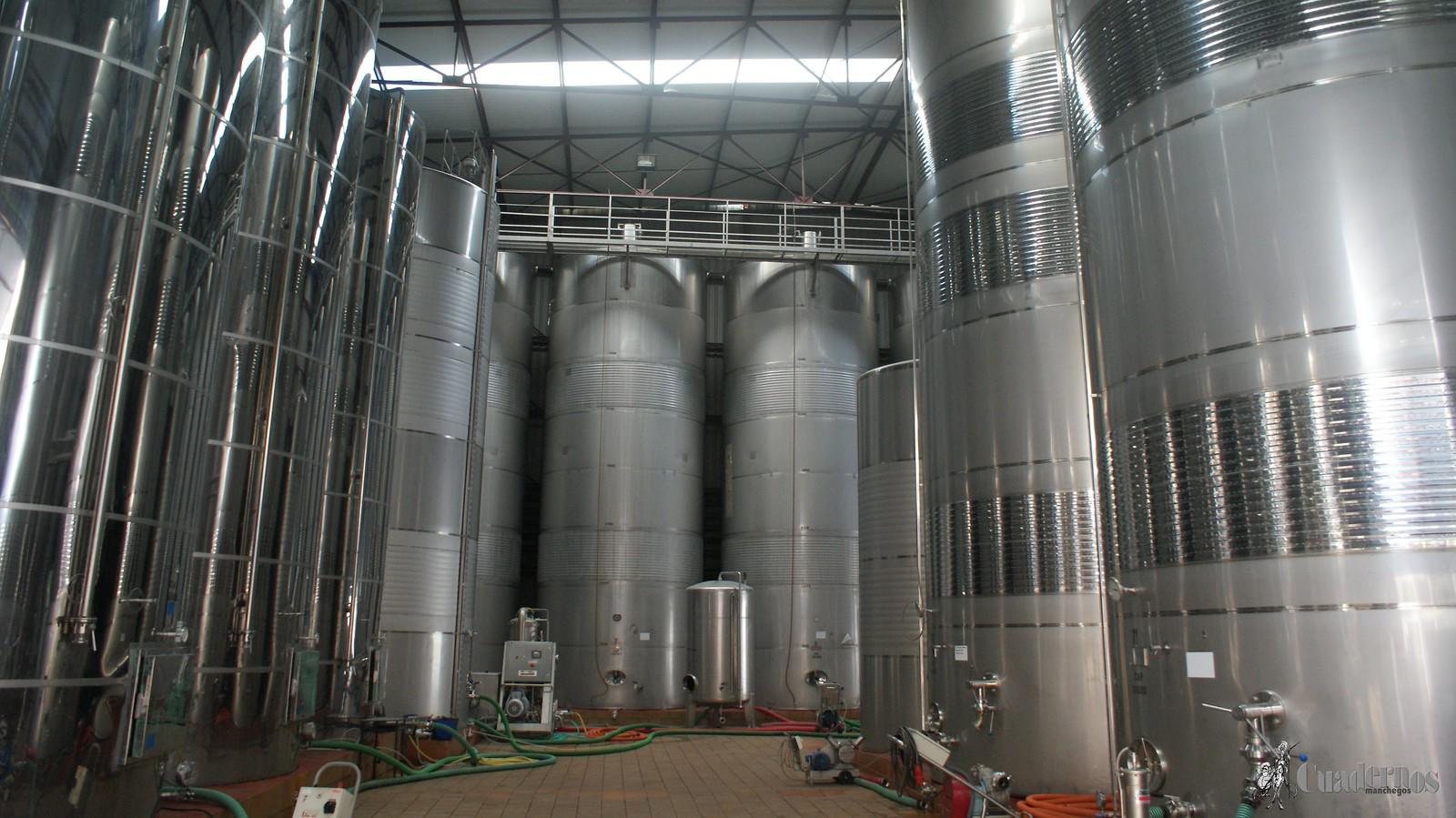 ASAJA Ciudad Real urge al Gobierno a poner en marcha la destilación de vino de forma inminente