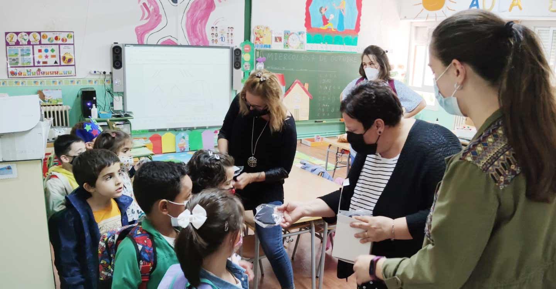 El Ayuntamiento de Santa Cruz de Mudela sigue protegiendo a los más pequeños con el reparto de mascarillas en los centros escolares