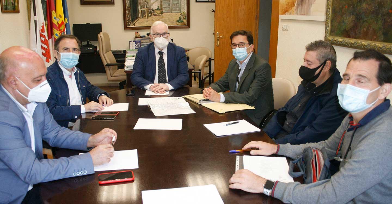 El Ayuntamiento de Aldea del Rey, celebra una jornada de trabajo con el Delegado Provincial de Fomento, Casto Sánchez Gijón
