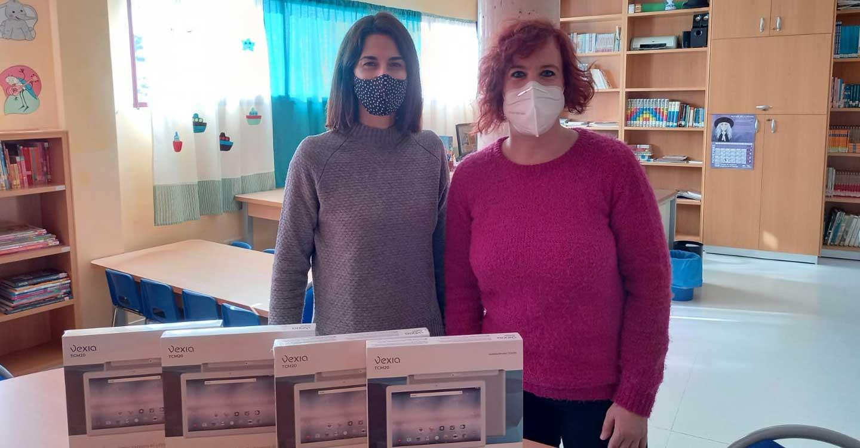 El Ayuntamiento de Carrizosa entrega 4 tabletas electrónicas e instala 4 termos de agua en el Colegio de la localidad